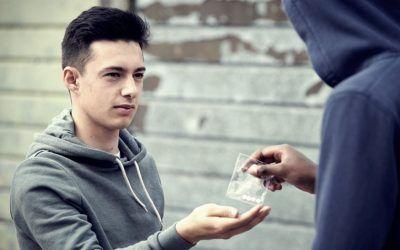 ¿Cómo saber si mi hijo adolescente consume drogas?