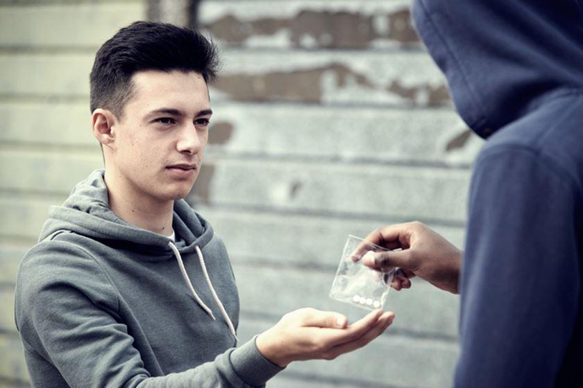 Cómo saber mi hijo adolescente consume drogas