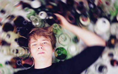 ¿A qué edad pueden comenzar los problemas de alcoholismo?