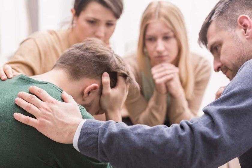 ¿Cómo afecta el comportamiento de los familiares de un adicto?