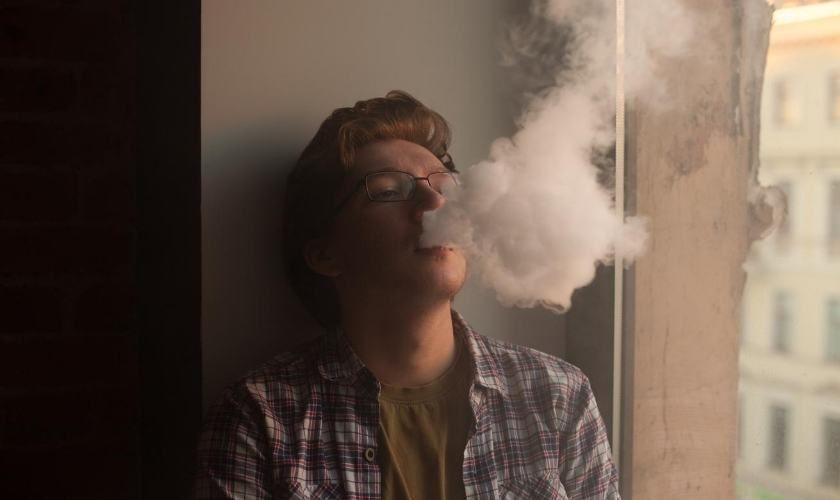 Los cigarrillos electrónicos implican especiales riesgos para jóvenes y adolescentes.